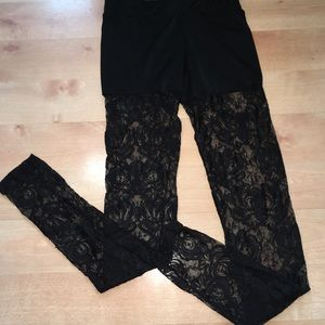 Woman's leggings size medium